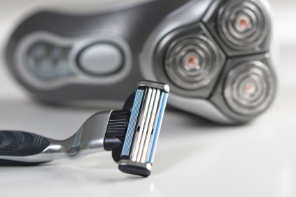 electric shaver vs razor the duel pick my shaver us16. Black Bedroom Furniture Sets. Home Design Ideas